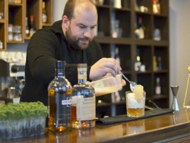 Vlada Simić bartender