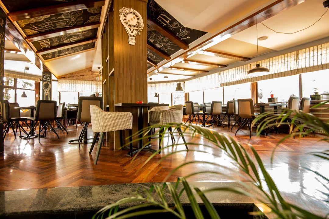 2 Up Lounge bar