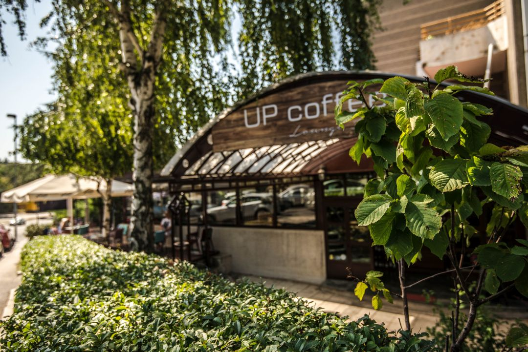 5 Up Lounge bar