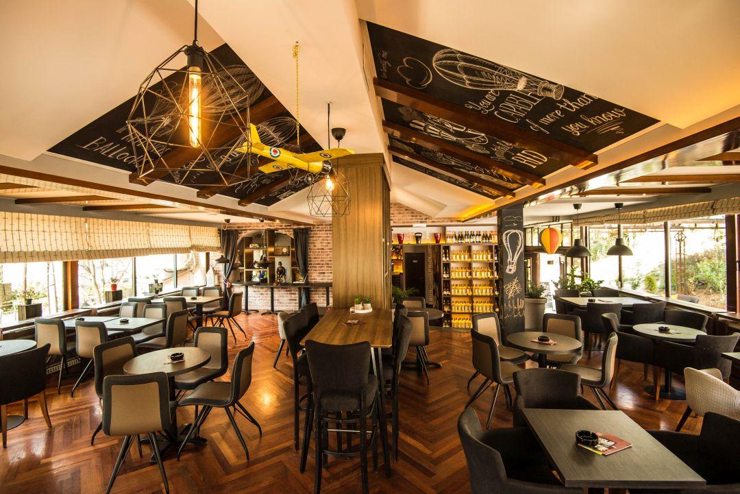 7 Up Lounge bar
