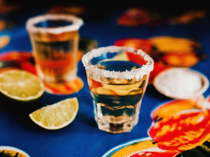 Dve čašice tekile