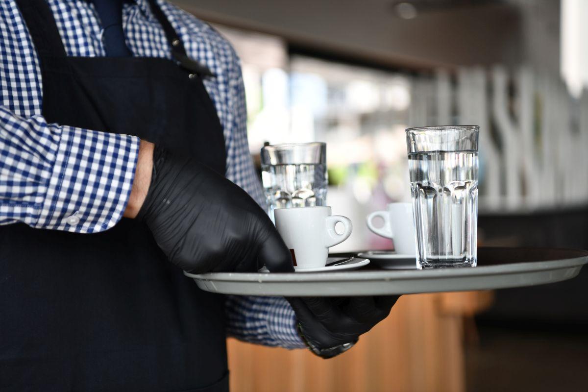 konobar kafa 2